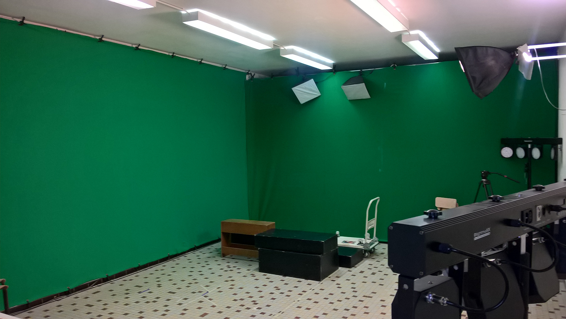 SALLE  GREEN SCREEN